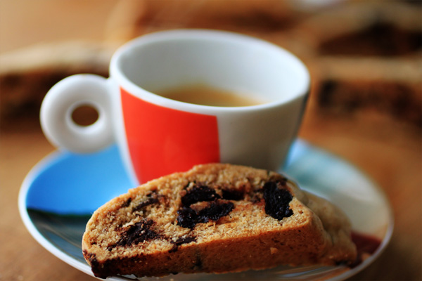 Post image for CRACKED PEPPER, DRIED CHERRY & CHOCOLATE CHUNK BISCOTTI