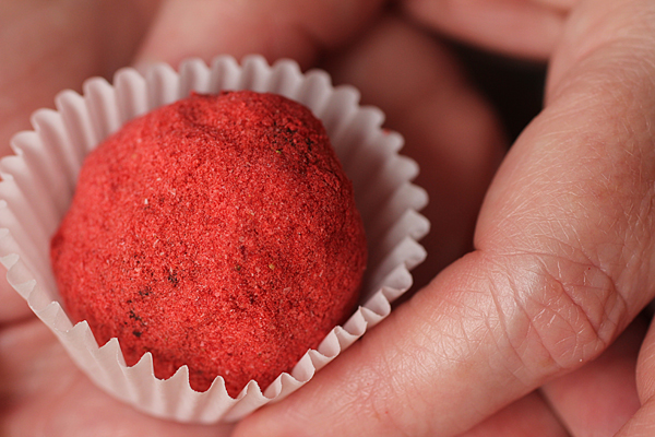 Post image for THE GREATEST BLOG NEVER SOLD & STRAWBERRY TRUFFLES
