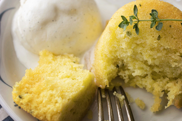 Post image for LEMON THYME CAKES WITH LEMON VODKA SYRUP