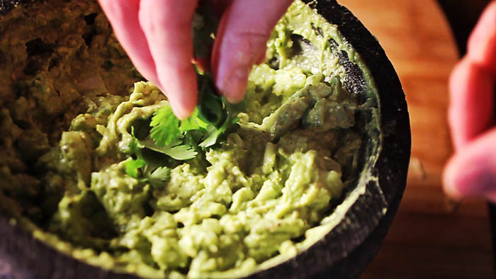 Post image for HOW TO MAKE GUACAMOLE