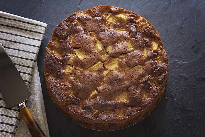 Post image for GLUTEN-FREE, GRAIN-FREE APPLE CAKE